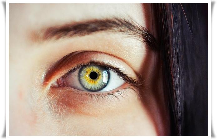 efek lensa kontak