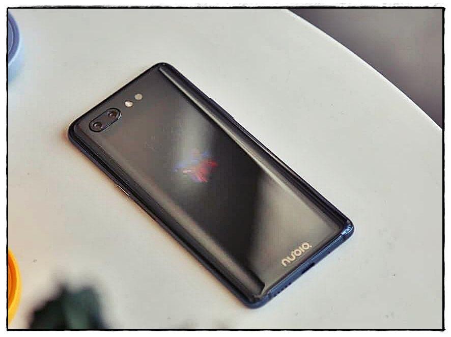 ZTE Nubia X, Smartphone Dual Layar