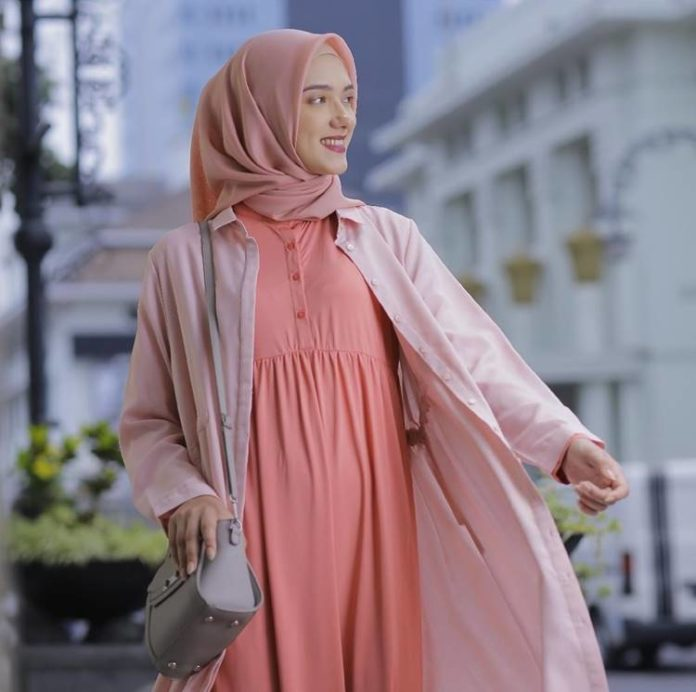 Tips Mudah Kreasikan Hijab Paris